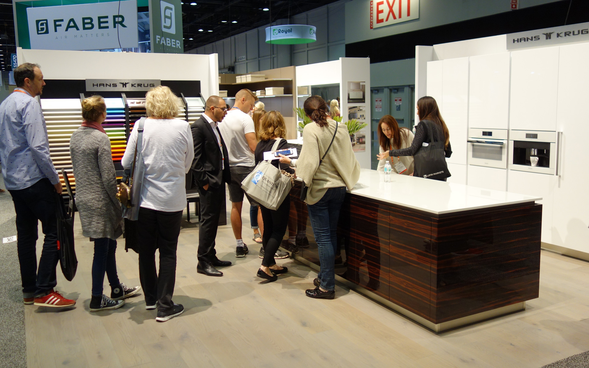 HANS KRUG presented our furniture at the KBIS exhibition in Orlando.